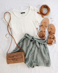 Teen Clothing Unravel Casual Outfit inspirations (but lovely) styles girls will probably be wear this season. Casual Outfits Teen Clothing Source : Unravel Casual Outfit inspirations (but lovely) styles girls Mode Outfits, Trendy Outfits, Trendy Hair, Gray Outfits, Shorts Outfits Women, Stylish Hair, School Outfits, Cool Summer Outfits, Summer Hats