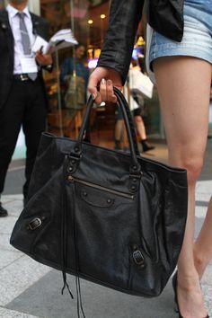 Brand:Balenciaga   More photo at:  http://www.fashionsnap.com/streetsnap/2012-04-22/15695/