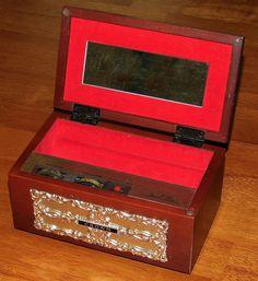 Vintage Jewel Box Novelty Transistor Radio By Crown, 6 Transistors, Made In Japan, Circa 1960s.