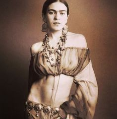 Mujer fuerte, implacable.  Frida.