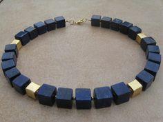 Lapislazuli-Würfel-Collier mit vergoldeten Würfeln von Steffis Perlenketten auf DaWanda.com