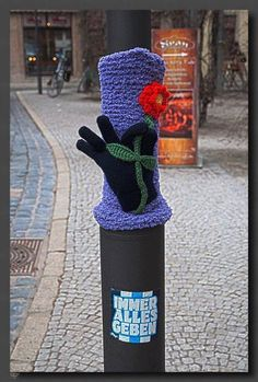 Knitting in urban space