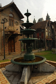 Campanopolis, la aldea medieval. Gran Buenos Aires, Argentina Art Nouveau Arquitectura, Countryside Village, In Patagonia, Argentina Travel, Largest Countries, Most Beautiful Cities, Lake District, World Traveler, Amazing Architecture