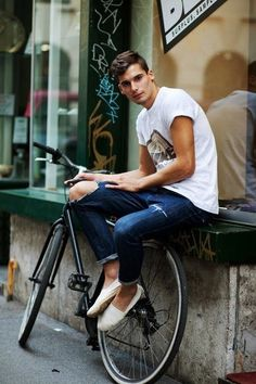 Rolled Jeans, Ripped Skinny Jeans, Torn Jeans, Cuffed Jeans, Pin Roll Jeans, Stylish Men, Men Casual, Moda Blog, Cycle Chic