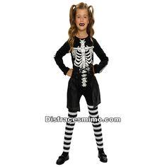 Tu mejor disfraz esqueleto de niña.Este original disfraz de Esqueleto para niña aterrarás a los asistentes a Fiestas de Disfraces, Halloween o Carnavales. Ahora sólo falta que tú le des ese toque especial con tu ritmo de muerte.Categoria: disfraz halloween infantil para niñaIncluye: Camiseta, pantalon y falda.