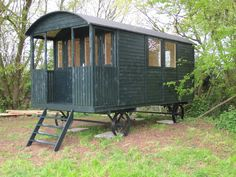 Shepherd hut and gypsy caravan from Tuin, a substantial and impressive garden building Caravan Renovation, Barn Renovation, Gypsy Caravan, Gypsy Wagon, Garden Huts, Trailers, Camping Pod, Shepherds Hut, She Sheds