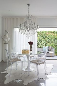 Rug & Chandelier Ghost chair ikea dining room contemporary with ceramic tiles saarinen tulip table Rustic Dining Room Sets, Tiny Dining Rooms, Ikea Dining Room, Dining Room Furniture Sets, Dining Room Design, Small Dining, Ikea Glass Dining Table, Dining Set, Home Furniture