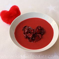 Delicious red velvet beetroot soup with ricotta cheese and crispy heart of beet chips. It can be a great dish for St. Valentine's Day celebration with kids. Soups For Kids, Healthy Meals For Kids, Dinner Recipes For Kids, Brunch Recipes, Kids Meals, Soup Recipes, Healthy Recipes, Beet Chips, Chips Chips