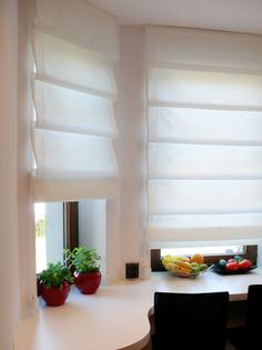 Rolety rzymskie – Fabella – Dekoracje okienne Home Room Design, Living Room Designs, Living Room Decor, Home Curtains, Curtains With Blinds, Roman Blinds, Blinds For French Doors, House Blinds, House Rooms