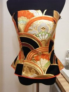 The bustier which remade an Obi. 着物リメイク帯のビスチェ。 : 着物ドレス・着物リメイク オーダーのポマル通信                                                                                                                                                      もっと見る