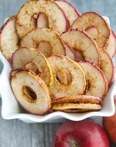 Cinnamon apple chips. Make this homemade (and healthy) lunchbox snack for your kids. And make some extra for yourself, of course.