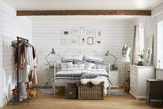 Få sengen til at syne mindre i soveværelset med et let LEIRVIK sengestel og giv plads til at din garderobe kan dominere.
