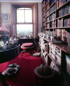 Charles Darwin's Victorian library/study at his country home Down House in rural Kent, England, UK Victorian Library, Victorian Homes, Charles Darwin, Robert Darwin, Dream Library, Beautiful Library, Home Libraries, Public Libraries, Personal Library