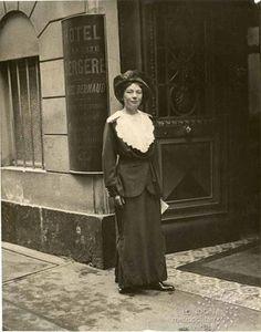 1912, Christabel Pankhurst in Paris