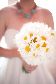 daisy wedding bouquet... i woyld do this for my nan. :)