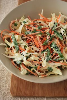 Salada Coleslaw de repolho Happy Foods, Japanese Food, Food For Thought, Food And Drink, Low Carb, Healthy Recipes, Healthy Food, Lunch, Meals