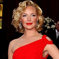 Date-Night Vancouver Hairstyle Idea: Glamorous Curls!