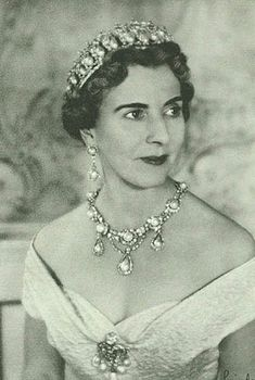 Queen Ingrid of Denmark wearing the Pearl Poire Tiara and semi- parure.