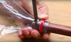 J'ignorais qu'en vissant un manche à balai dans une bouteille, je me simplifierais la vie !