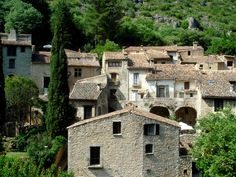 Village St Guilhem le Désert - Hérault, le Languedoc © Photothèque Hérault Tourisme - Julie Noclercq