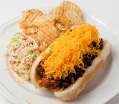 Cincinnati has almost 200 chili parlors and each has their signature chili. Here& how to make it and how to make Cincinnati Cheese Coneys. Burger Dogs, Burgers, Italian Spaghetti Sauce, Grilling Recipes, Cooking Recipes, Chicago Hot Dog, Coney Dog, Cincinnati Chili, Hot Dog Recipes
