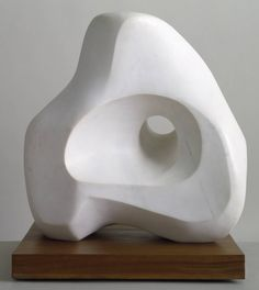 Dame Jocelyn Barbara Hepworth DBE was a British sculptor and artist of the century. She is considered a renowned sculptor, like her contemporary and friend, Henry Moore. Plaster Sculpture, Stone Sculpture, Abstract Sculpture, Sculpture Art, Organic Sculpture, Sculpture Ideas, Barbara Hepworth, Henry Moore Sculptures, Sculptures Céramiques