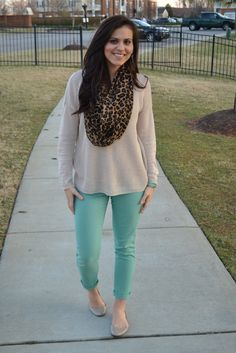 Another cute fall ensemble found on XO Christine. I am liking her blog! Lots of cute ways to put an outfit together while on a budget.