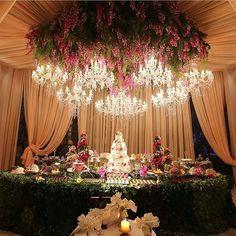 Como não se apaixonar por essa decoração super sofisticada que encontrei no ig @assessoriaprecasamento? Está um luxo.  Ph: Namester  #casarei #casamento #wedding #instawed #instawedding #weddingideas #weddingday #weddingdecoration #weddingphotography
