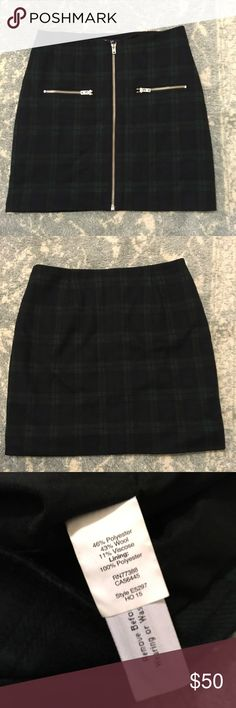 Madewell Green Plaid Zipper Wool Mini Skirt Gorgeous Madewell skirt. Wool blend. Zipper front with zipper pockets. Mini length and has lining. Size 0. Madewell Skirts Mini