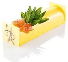 Noël 2014 I Hugo & Victor I Bûche Stella I Mousse au jus et aux zestes de citron vert, crémeux d'ananas rôti à la vanille de Madagascar, biscuit à la cuillère. 6 personnes, 21 cm - 59€.