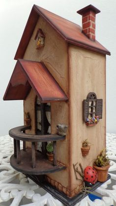 Cool Birdhouse Design Ideas To Make Birds Easily to Nest in Your Garden Clay Houses, Box Houses, Miniature Houses, Fairy Houses, Cardboard Crafts, Wooden Crafts, Diy Crafts, Bird House Feeder, Bird House Plans