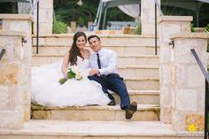 Top Dallas Wedding photographer, classic wedding, romantic, wedding dress, bride and groom photos