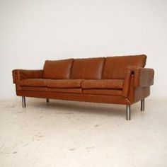 1960's vintage leather sofa. Heyyyy girl...