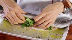 Receita de Truta salmonada com recheio de ervas aromáticas. Descubra como cozinhar Truta salmonada com recheio de ervas aromáticas de maneira prática e deliciosa!