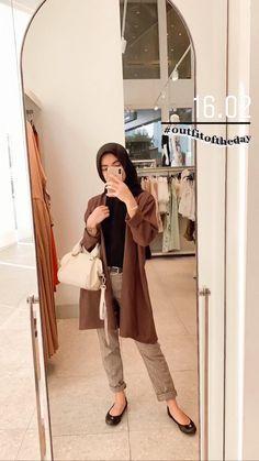 ootd hijab ke gunung bromo \ ootd gunung bromo ` ootd gunung bromo hijab ` ootd gunung bromo non hijab ` ootd ke gunung bromo ` ootd hijab ke gunung bromo Stylish Hijab, Casual Hijab Outfit, Ootd Hijab, Hijab Chic, Modern Hijab Fashion, Street Hijab Fashion, Hijab Fashion Inspiration, Muslim Fashion, Hijab Fashionista