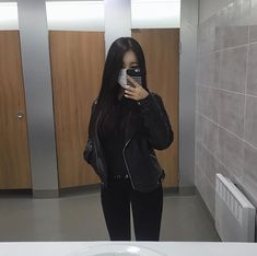 Find images and videos about girl, style and korean on We Heart It - the app to get lost in what you love. Korean Outfits, Retro Outfits, Cute Outfits, New Look Fashion, Dark Fashion, Ulzzang Korean Girl, Wattpad, Uzzlang Girl, Foto Instagram