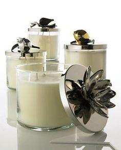 Bougies parfumées et sculptées, Michael Aram  Cette bougie parfumée vous séduira grâce à la fraîcheur de sa fragrance. Munie d'un couvercle décoré, vous pourrez protéger votre bougie de toutes impuretés et vous en servir comme objet décoratif. Les parfums sont en relation avec les thèmes inspirants le design de chaque bougie.  http://trend-on-line.com/brand/michael-aram/bougies