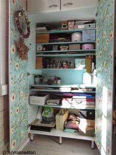 Askartelukaappi - Organizing - Työpiste - Säilytys - Hobby room - Kaappi - Cabinet space - DIY - Kopallinen inspiraatiota - crafty space - craft room - storage