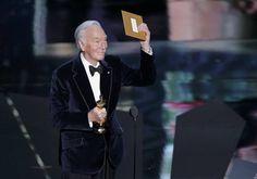 Christopher Plummer ha conseguido el Oscar a mejor actor secundario por su papel en 'Beginners'. http://www.rtve.es/mediateca/fotos/20120227/gala-los-oscar-2012/89977.shtml #Oscars