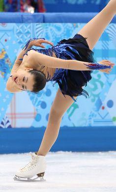 女子フリーで躍動感あふれる演技を見せる浅田真央=ロシア・ソチのアイスベルク・パレスで2014年2月20日 (375×620) http://sportsspecial.mainichi.jp/graph/2014sochi/figureLadies/001.html