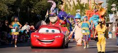 All About Parades at Disneyland   Including Paint the Night from DLRPrepSchool.com