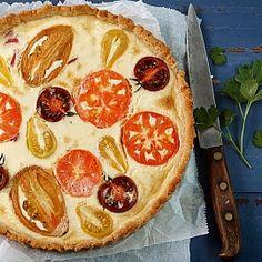Сырный пирог с помидорами