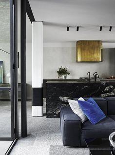 Du laiton dans la cuisine : bling ou mat ?   Fitzroy House par Fiona Lynch