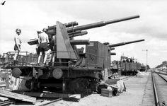 8,8cm Flak-Stellung auf Schienen.