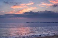 27  Aug. 5:42 朝焼け(sunrise glow)の始まった博多湾です。 ( Morning Now at Hakata bay in Japan )