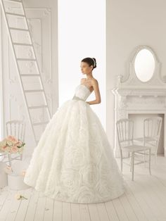 Organza Ball Gown Style with Lavish Rosette Skirt New Style Strapless Wedding Dress