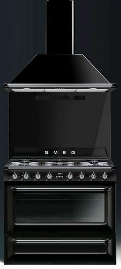 Piano de cuisson Smeg TR90 noir avec hotte et crédence