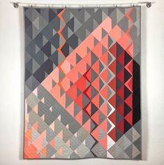 Pantone Quilt Challenge 2019 Winners - Bryan House Quilts - - See which quilts won the 2019 Pantone Quilt Challenge. Drunkards Path Quilt, Modern Quilting Designs, Modern Quilt Patterns, Quilt Designs, Loom Patterns, Dresden Quilt, Modern Quilt Blocks, Quilt Modernen, Geometric Quilt