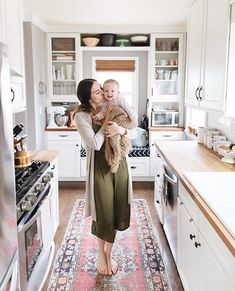 What topics on Motherhood do you want to see on IBT? Any burning questions or products you want our mommy editors to speak to? #everydayIBT by @lauren_konrad