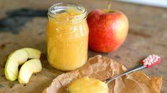 Vzpomínáte s láskou a nostalgií na chvíle, kdy maminka nebo babička zašla do spíže a donesla ke svačině domácí jablečnou přesnídávku? Vyzkoušejte tento jednoduchý, ale neuvěřitelně voňavý recept a potěšte své blízké dobrotou plnou vitaminů.